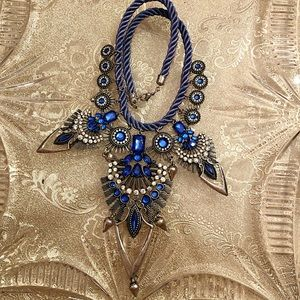Jewelry - Stunning Unique Navy Blue Necklace